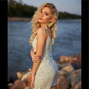 Brandy Melville white/blue floral Kyran dress